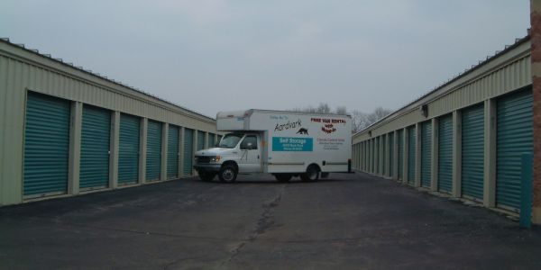 30320 Beck Rd Wixom, MI 48393 - Moving Truck