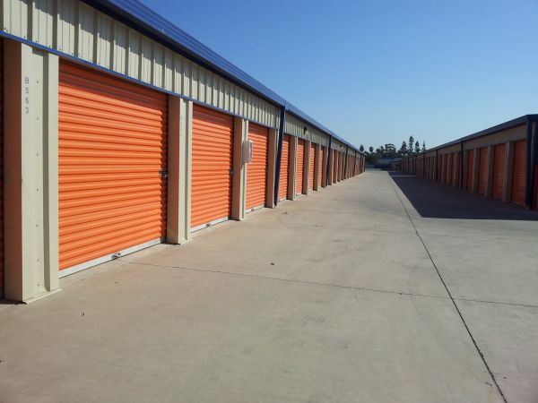 2455 N Marks Ave Fresno, CA 93722 - Drive-up Units