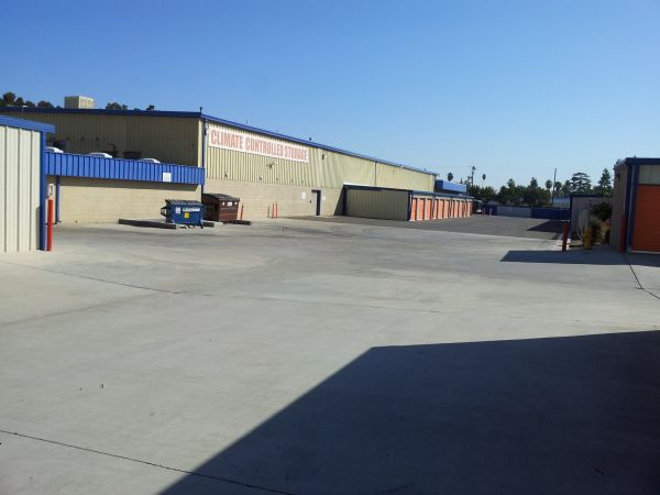 2455 N Marks Ave Fresno, CA 93722 - Driving Aisle