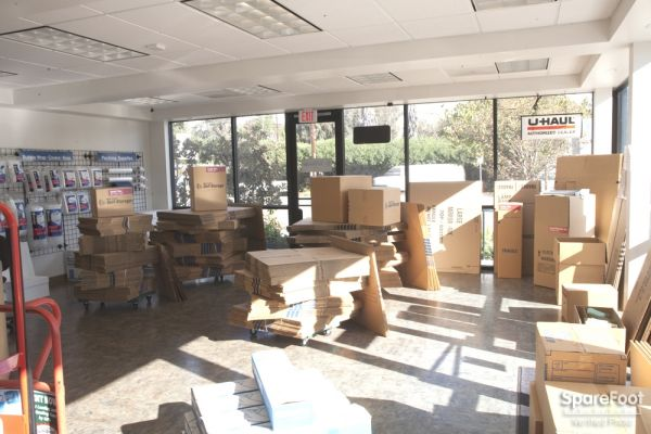 1305 N Gaffey St San Pedro, CA 90731 - Moving/Shipping Supplies