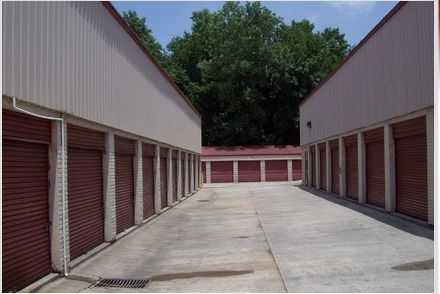 1221 N Wendover Rd Charlotte, NC 28211 - Drive-up Units
