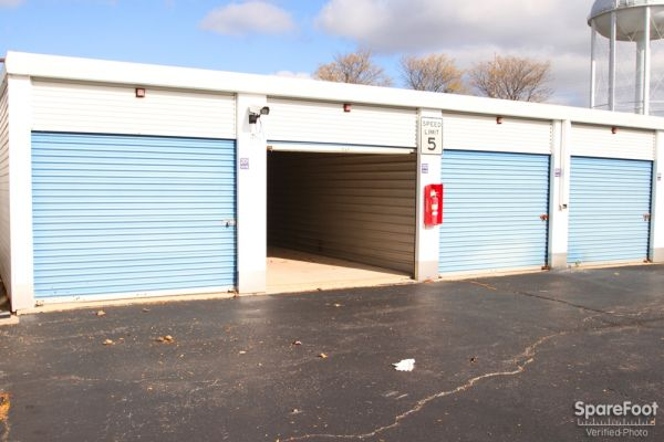 177 Deer Lake Rd Deerfield, IL 60015 - Drive-up Units