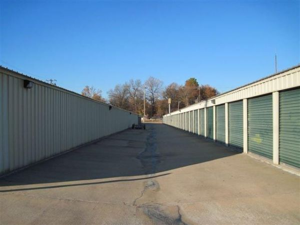 3400 W 28th Ave Pine Bluff, AR 71603 - Drive-up Units