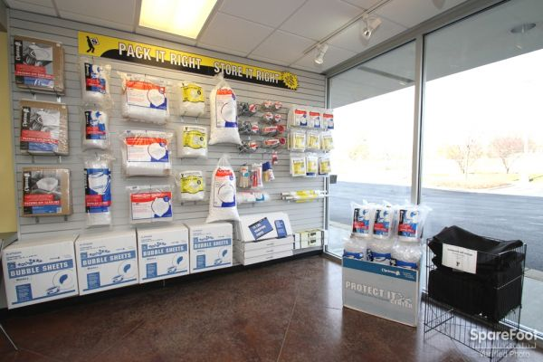 8131 Lemont Rd Darien, IL 60561 - Moving/Shipping Supplies