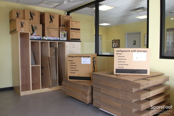 2020 Mannheim Rd Des Plaines, IL 60018 - Moving/Shipping Supplies