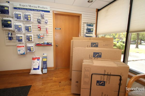 747 Milwaukee Ave Glenview, IL 60025 - Moving/Shipping Supplies