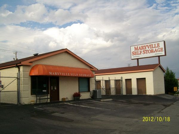 133 Roosevelt Dr Maryville, TN 37801 - Storefront|Drive-up Units