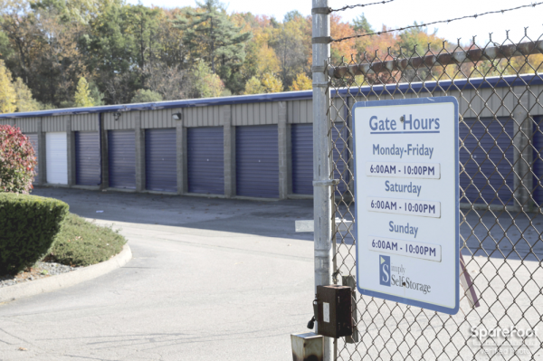 125 Recreation Park Dr Hingham, MA 02043 - Security Gate|Drive-up Unit|Driving Aisle