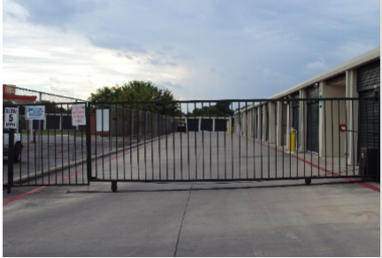 3567 Fredericksburg Rd San Antonio, TX 78201 - Security Gate