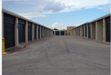 3567 Fredericksburg Rd San Antonio, TX 78201 - Drive-up Units|Driving Aisle
