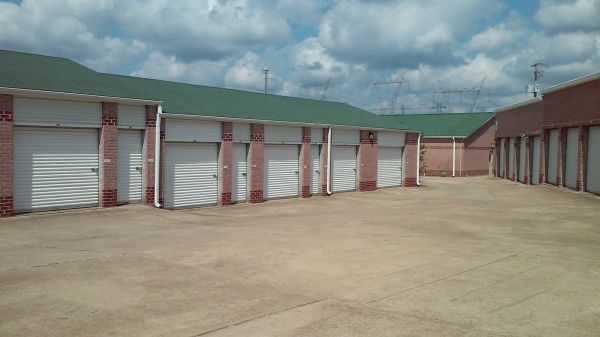 10505 Hwy 64 Arlington, TN 38002 - Drive-up Units