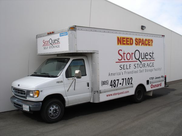 2222 N Figueroa St Los Angeles, CA 90065 - Moving Truck