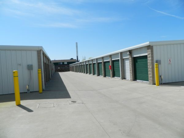 16400 E Colfax Ave Aurora, CO 80011 - Drive-up Units