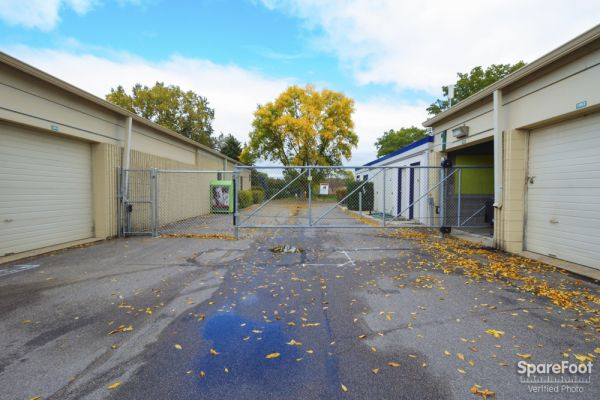 5605 Cedar Lake Rd S St Louis Park, MN 55416 - Security Gate|Driving Aisle