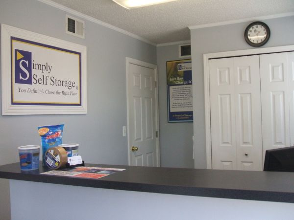 11960 Farmington Rd Livonia, MI 48150 - Front Office Interior