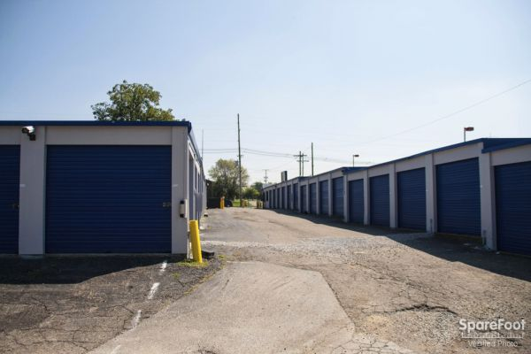 3171 S High St Columbus, OH 43207 - Driving Aisle|Drive-up Units