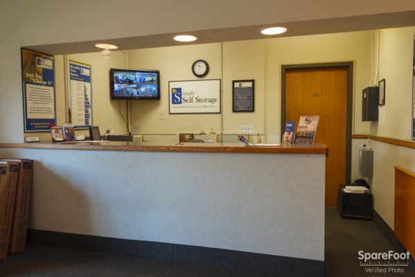 4325 Hiawatha Ave Minneapolis, MN 55406 - Front Office Interior