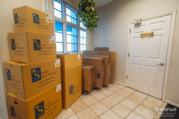 3601 Hiawatha Ave Minneapolis, MN 55406 - Moving/Shipping Supplies