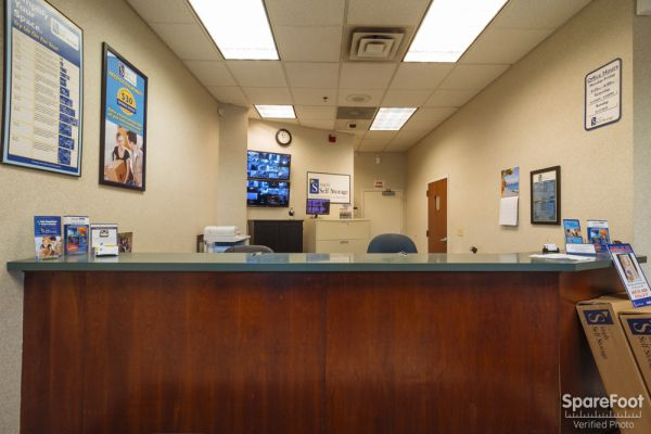 3601 Hiawatha Ave Minneapolis, MN 55406 - Front Office Interior