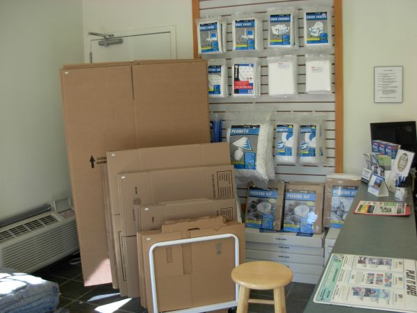 933 RT-33 Freehold, NJ 07728 - Moving/Shipping Supplies