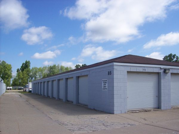 4170 Commerce Dr Flushing, MI 48433 - Drive-up Units