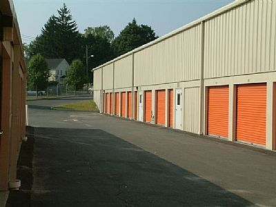 10 Old Newtown Rd Danbury, CT 06810 - Drive-up Units|Driving Aisle