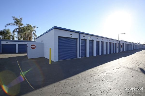 600 S. Garfield Ave. Alhambra, CA 91801 - Drive-up Units|Driving Aisle