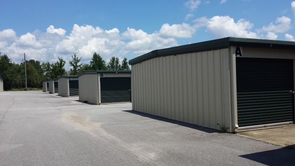 4240 Berryhill Rd Pace, FL 32571 - Drive-up Units|Driving Aisle