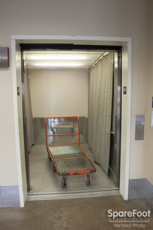 2400 1st Ave S Seattle, WA 98134 - Rolling Cart|Elevator