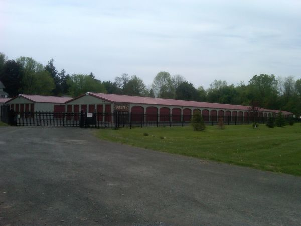 192 route 104 Ontario, NY 14519 - Drive-up Units|`Security Gate