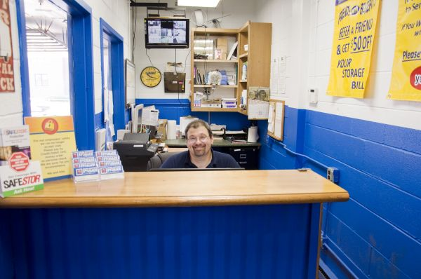 2946 North Western Avenue Chicago, IL 60618 - Staff Member