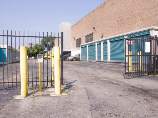2946 North Western Avenue Chicago, IL 60618 - Security Gate