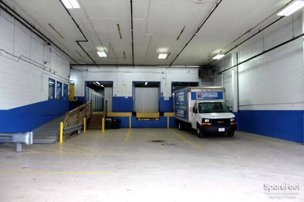 2946 North Western Avenue Chicago, IL 60618 - Moving Truck|Drive-up Units