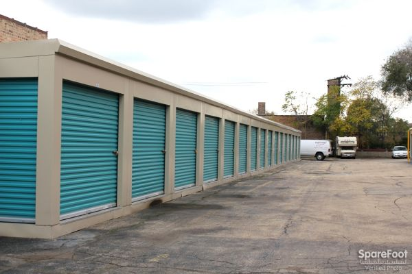 2946 North Western Avenue Chicago, IL 60618 - Drive-up Units