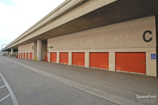 1651 S Central Ave Los Angeles, CA 90021 - Drive-up Units