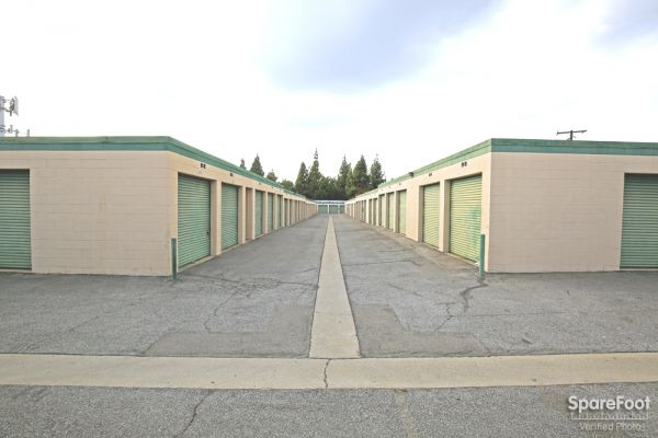 14822 Lakewood Blvd Bellflower, CA 90706 - Driving Aisle