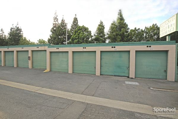 14822 Lakewood Blvd Bellflower, CA 90706 - Drive-up Units|Driving Aisle