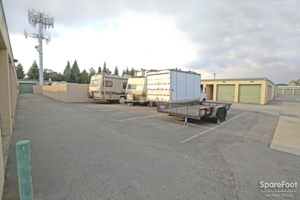 14822 Lakewood Blvd Bellflower, CA 90706 - Car/Boat/RV Storage