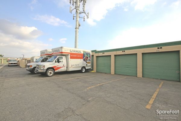 14822 Lakewood Blvd Bellflower, CA 90706 - Moving Truck|Drive-up Units