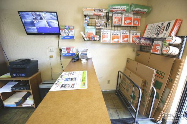 14822 Lakewood Blvd Bellflower, CA 90706 - Moving/Shipping Supplies