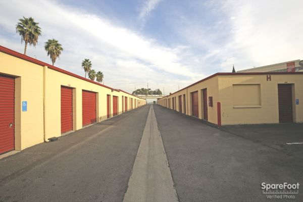 620 N Heliotrope Drive Los Angeles, CA 90004 - Drive-up Units|Driving Aisle