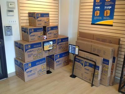 615 West Pershing Road Chicago, IL 60609 - Moving/Shipping Supplies