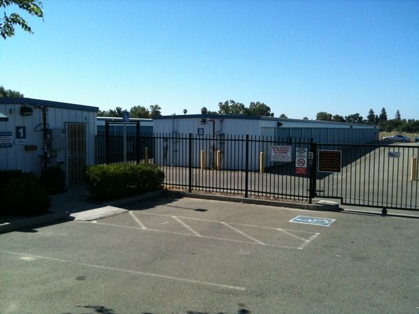 2928 Scotland Drive Antelope, CA 95843 - Security Gate|Drive-up Units|Driving Aisle