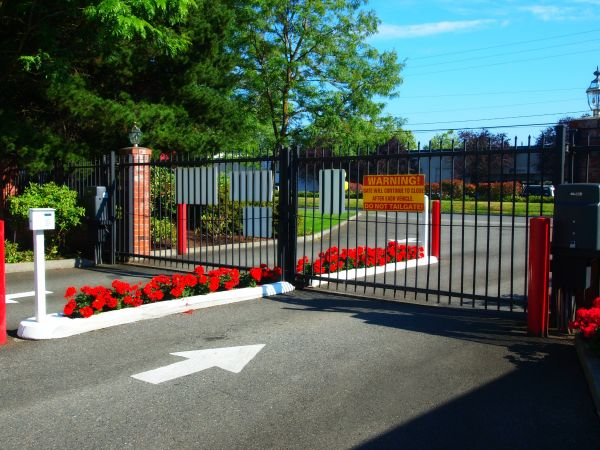 17520 NE 70th St Redmond, WA 98052 - Security Gate