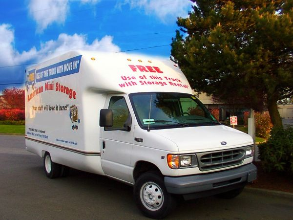 17520 NE 70th St Redmond, WA 98052 - Moving Truck