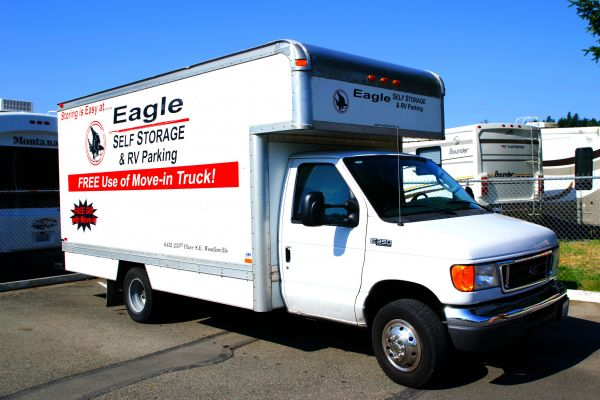 6432 233rd Pl SE Woodinville, WA 98072 - Moving Truck