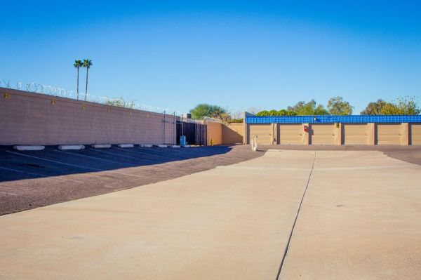 9304 North 43rd Avenue Glendale, AZ 85302 - Drive-up Units