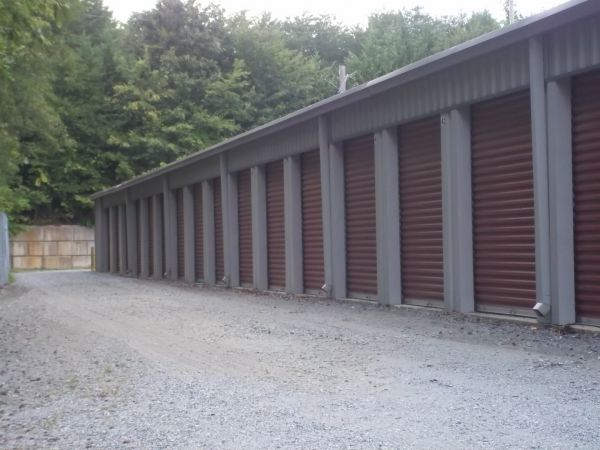 408 Daniel Rd Forest City, NC 28043 - Drive-up Units|Driving Aisle