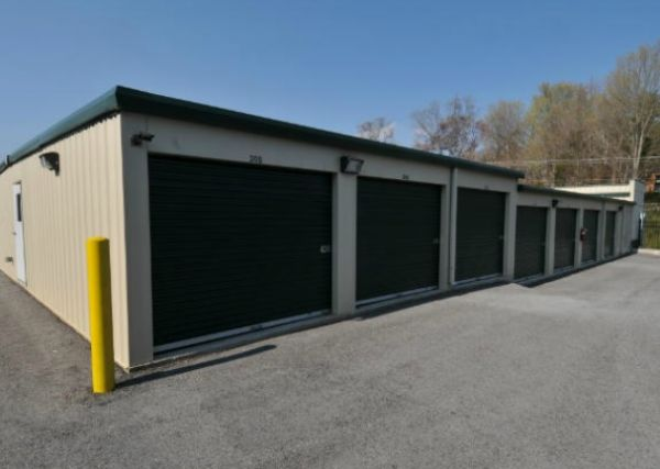 1409 Wrights Ferry Road Knoxville, TN 37919 - Drive-up Units