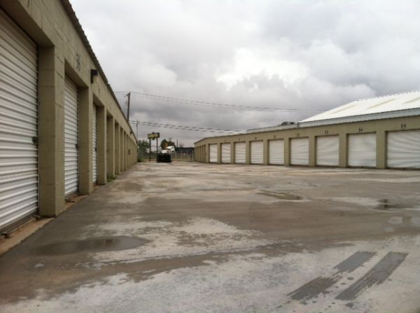 3105 West Industrial Avenue Midland, TX 79701 - Drive-up Units